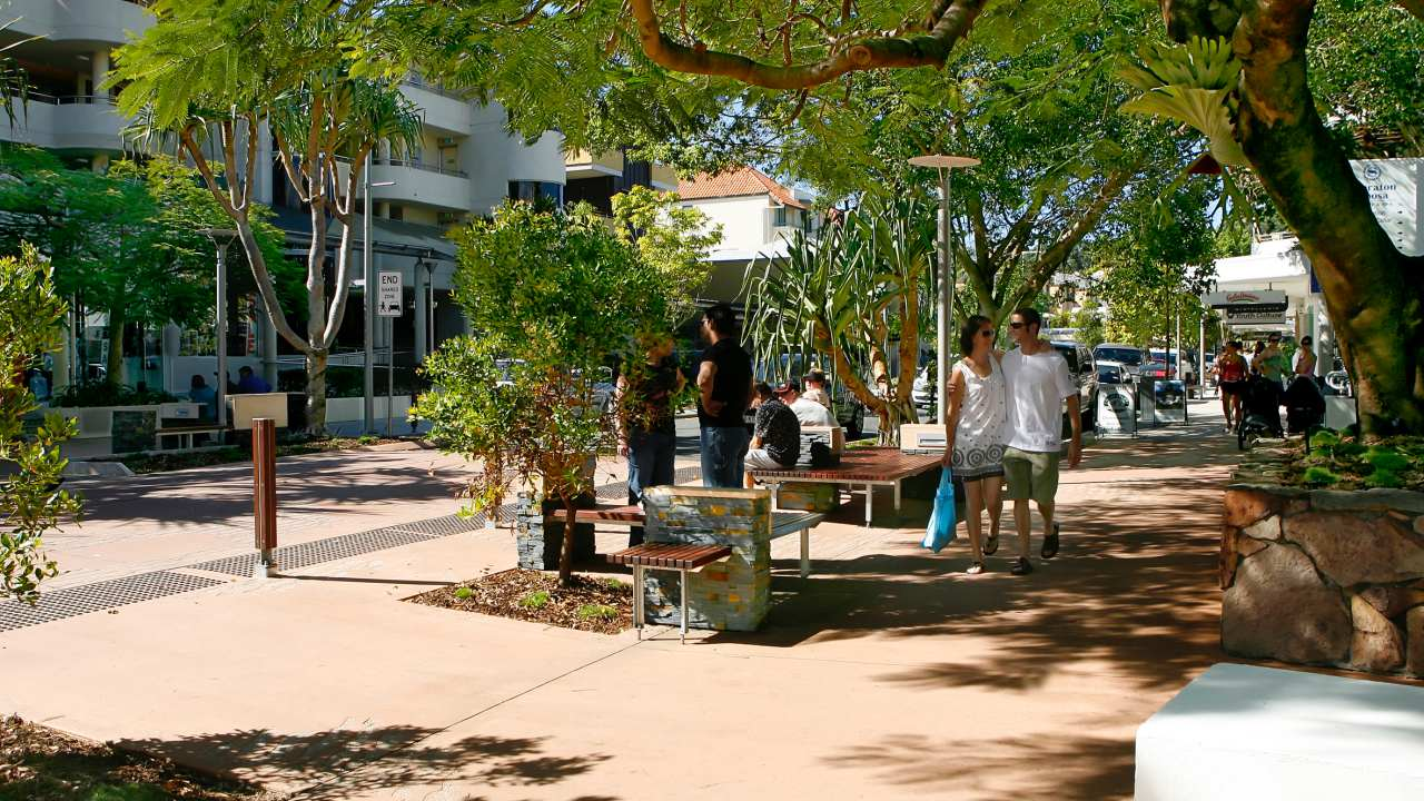 View along section of Hastings Street Noosa - Coast to Hinterland Tours