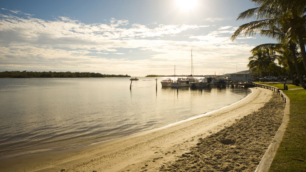 Early morning view along Noosa River foreshore - Coast to Hinterland Tours