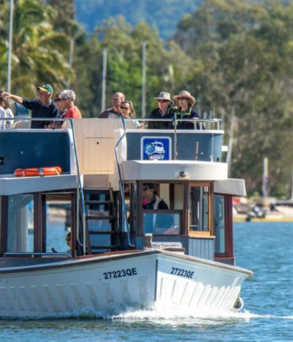 Noosa Ferry | Coast to Hinterland Tours | Noosa Restaurants