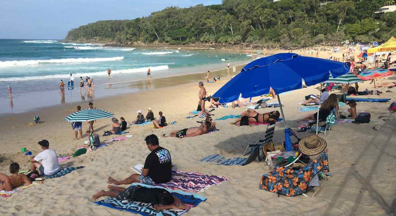 Noosa Main Beach | Coast to Hinterland Tours