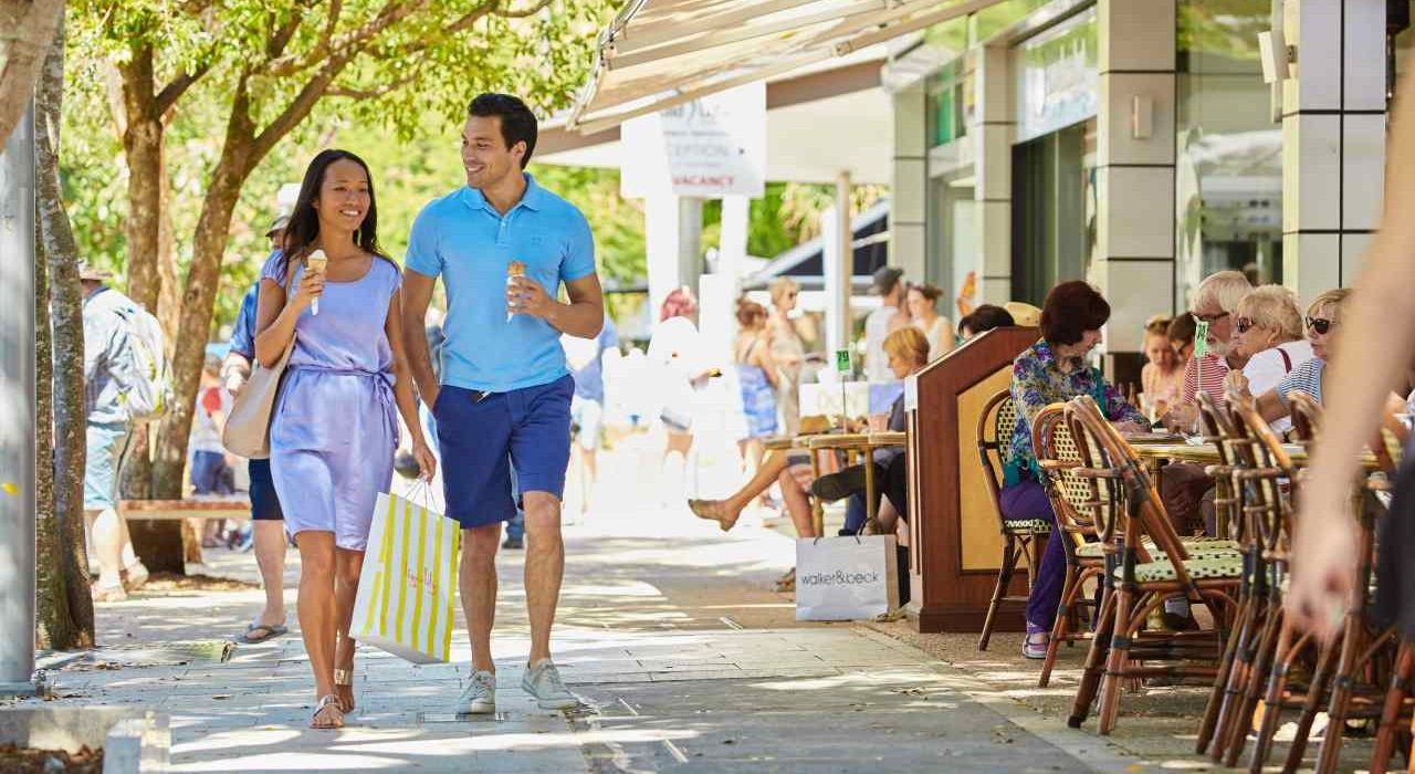Noosa Hastings Street | Coast to Hinterland Tours