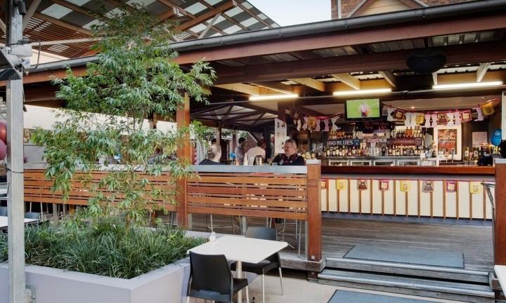 Breakfast Creek Hotel Beer Garden. Brisbane Day Tour