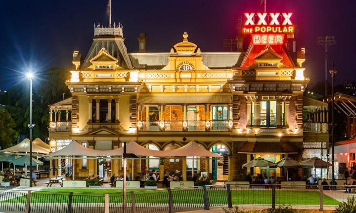 Breakfast Creek hotel Pub, Brisbane River. Day Tour to Brisbane