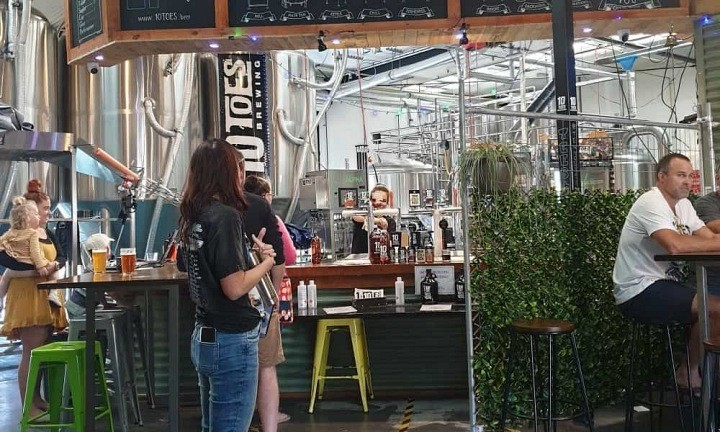 10 Toes Brewing Co Group Beer Tour. Coast to Hinterland Tours