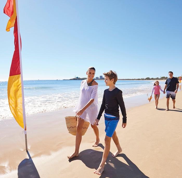Noosa Main Beach - Noosa Day Tours
